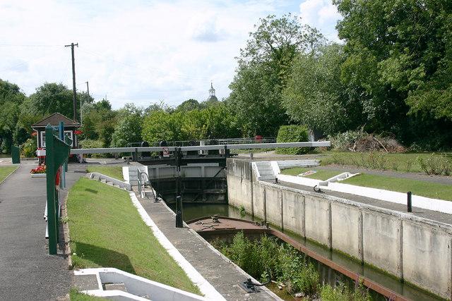 Sunbury Lock - geograph.org.uk - 1404330