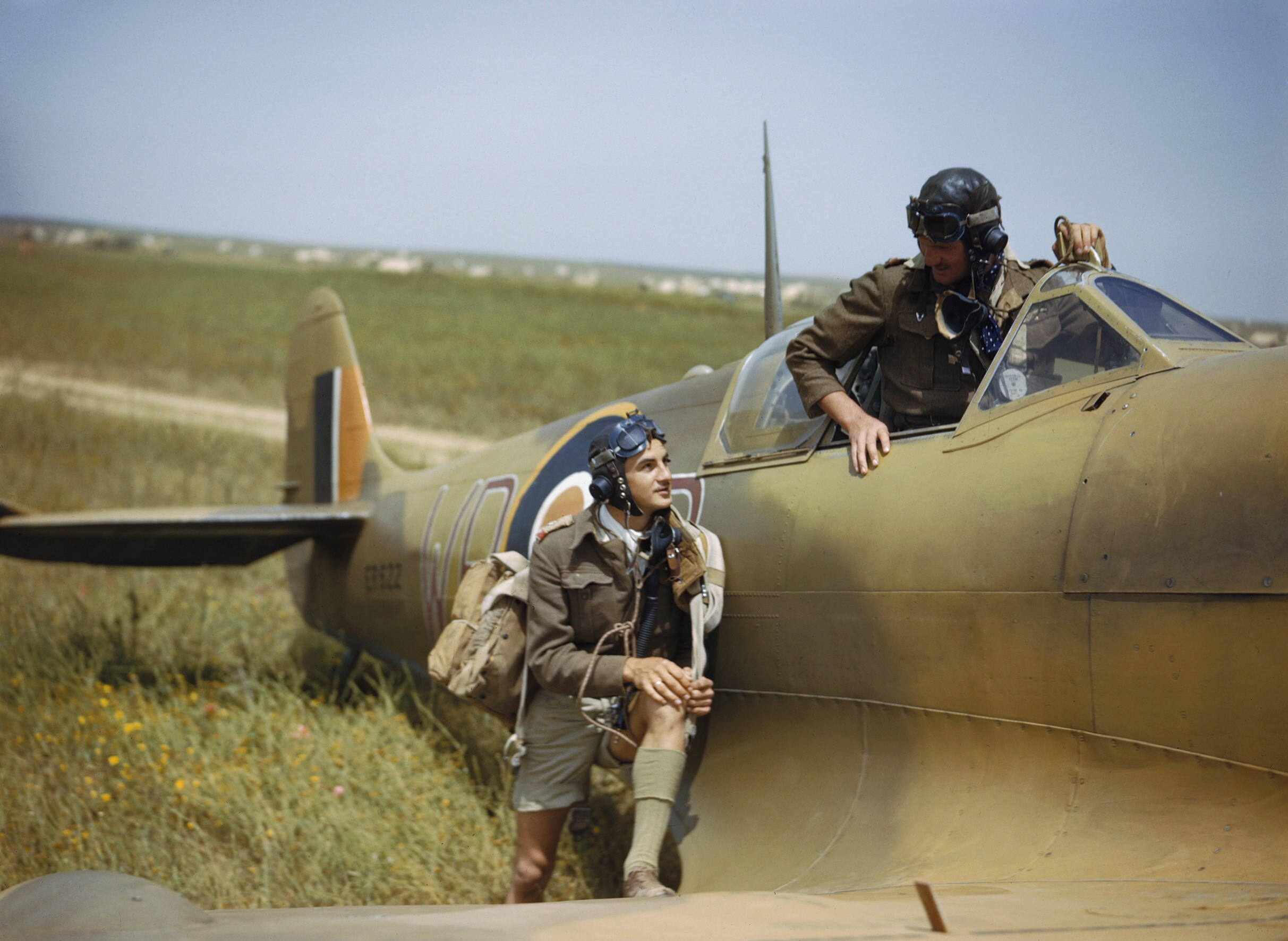 File:Supermarine Spitfire pilots of No. 40 Squadron, South ...