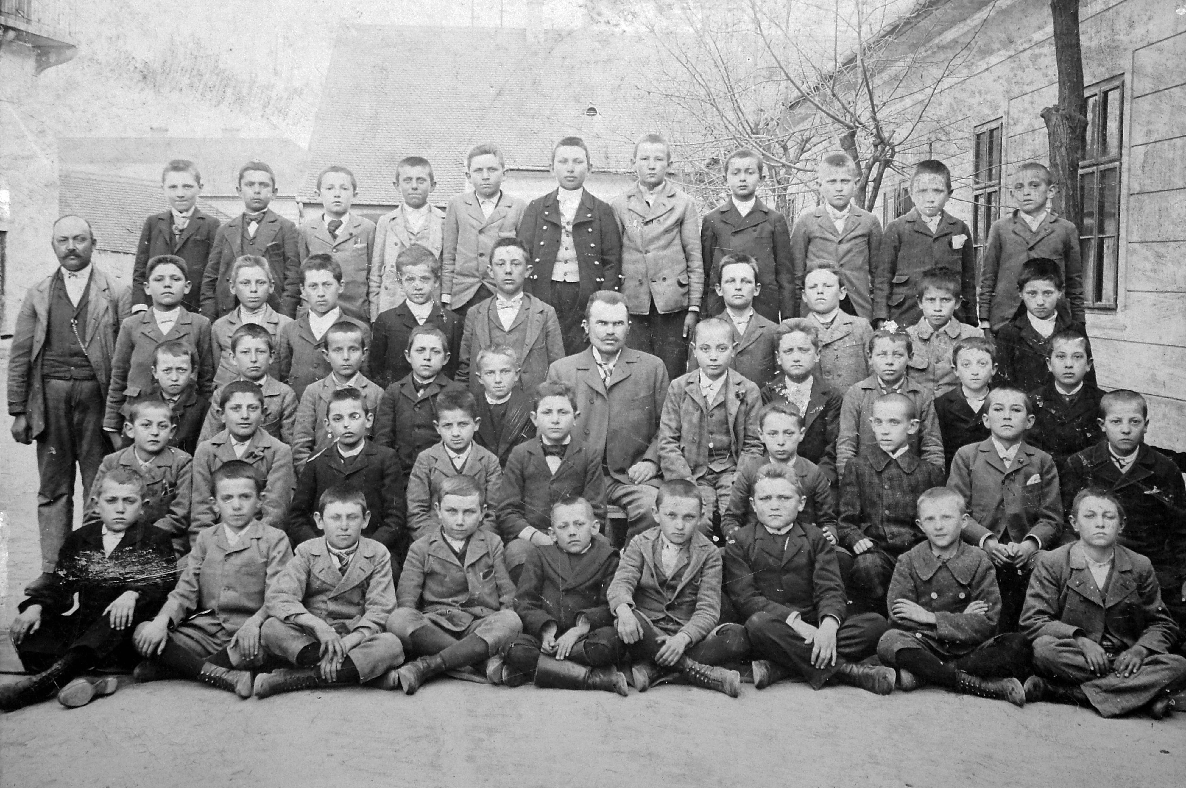 File:Tableau, school, class photo, yard, teacher Fortepan