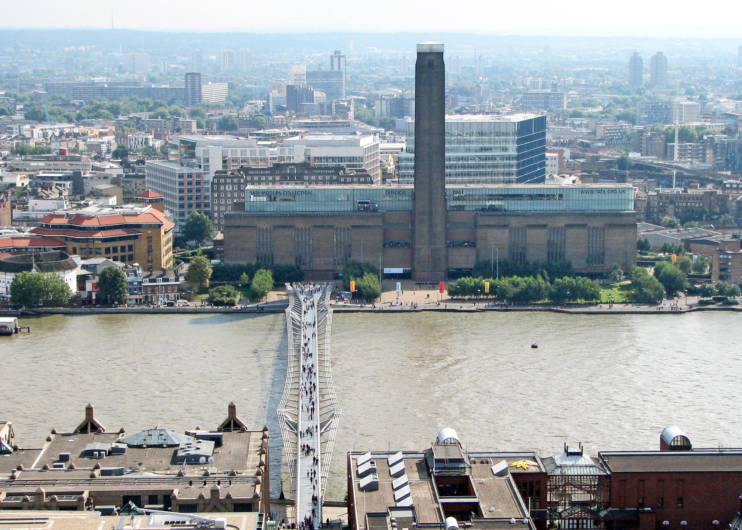 Tate Modern et Millennium Bridge.jpg