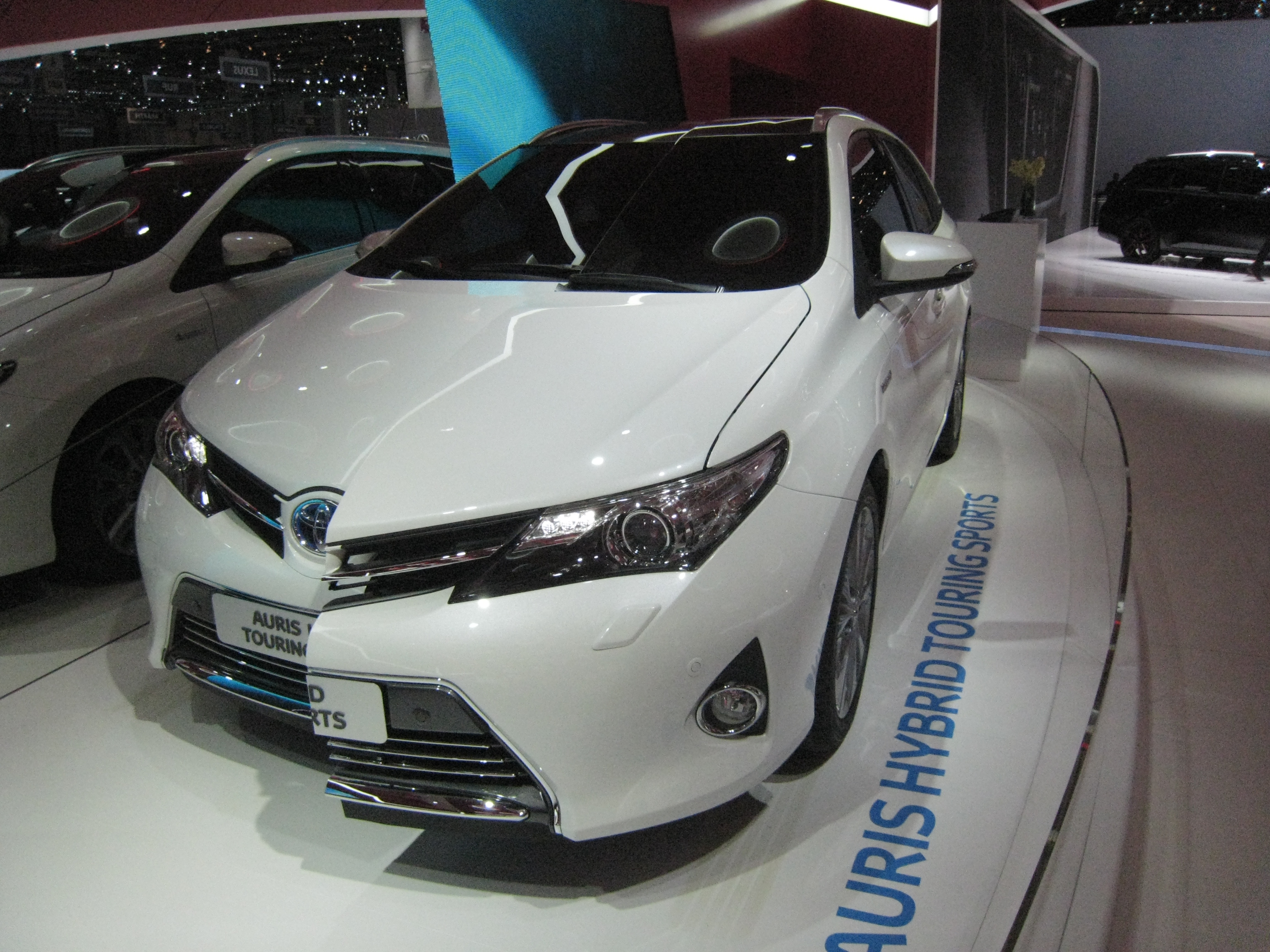 file toyota auris touring sports hybrid jpg wikimedia commons. Black Bedroom Furniture Sets. Home Design Ideas