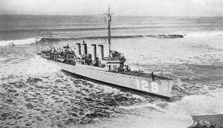 USS DeLong aground at Half Moon Bay, December 1921