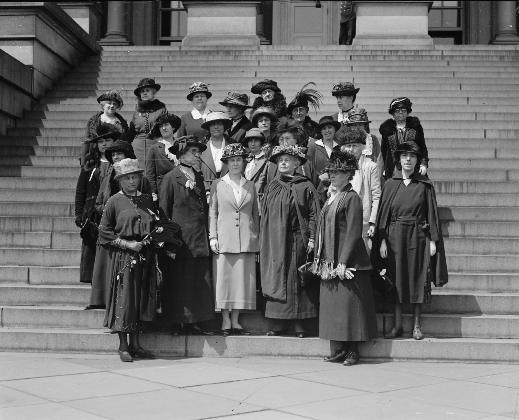Skrivstugor på internationella kvinnodagen. Klädkod: kom som du är. Foto: Women's International League, 5/1/22, Public Domain