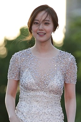 The 31-year old daughter of father (?) and mother(?) Moon Chae-won in 2018 photo. Moon Chae-won earned a  million dollar salary - leaving the net worth at 1 million in 2018