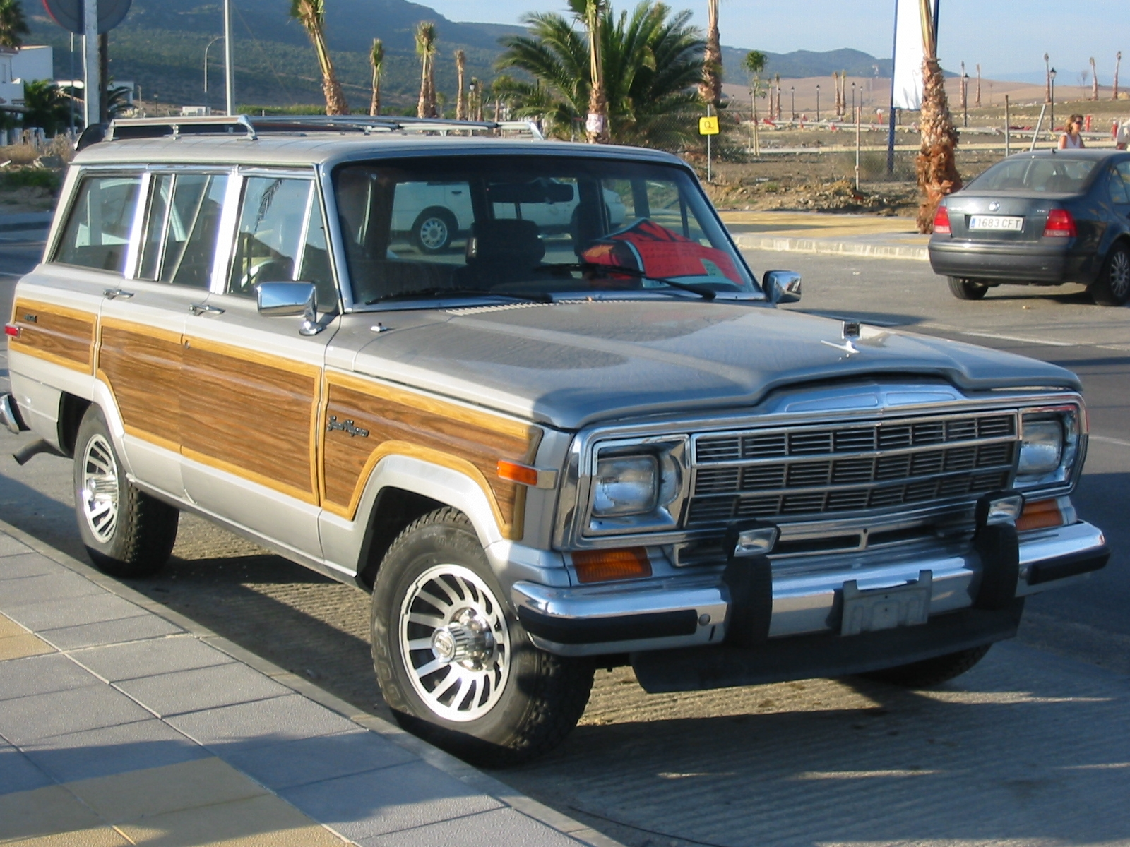 Description 1991 Jeep Grand Wagoneer.JPG