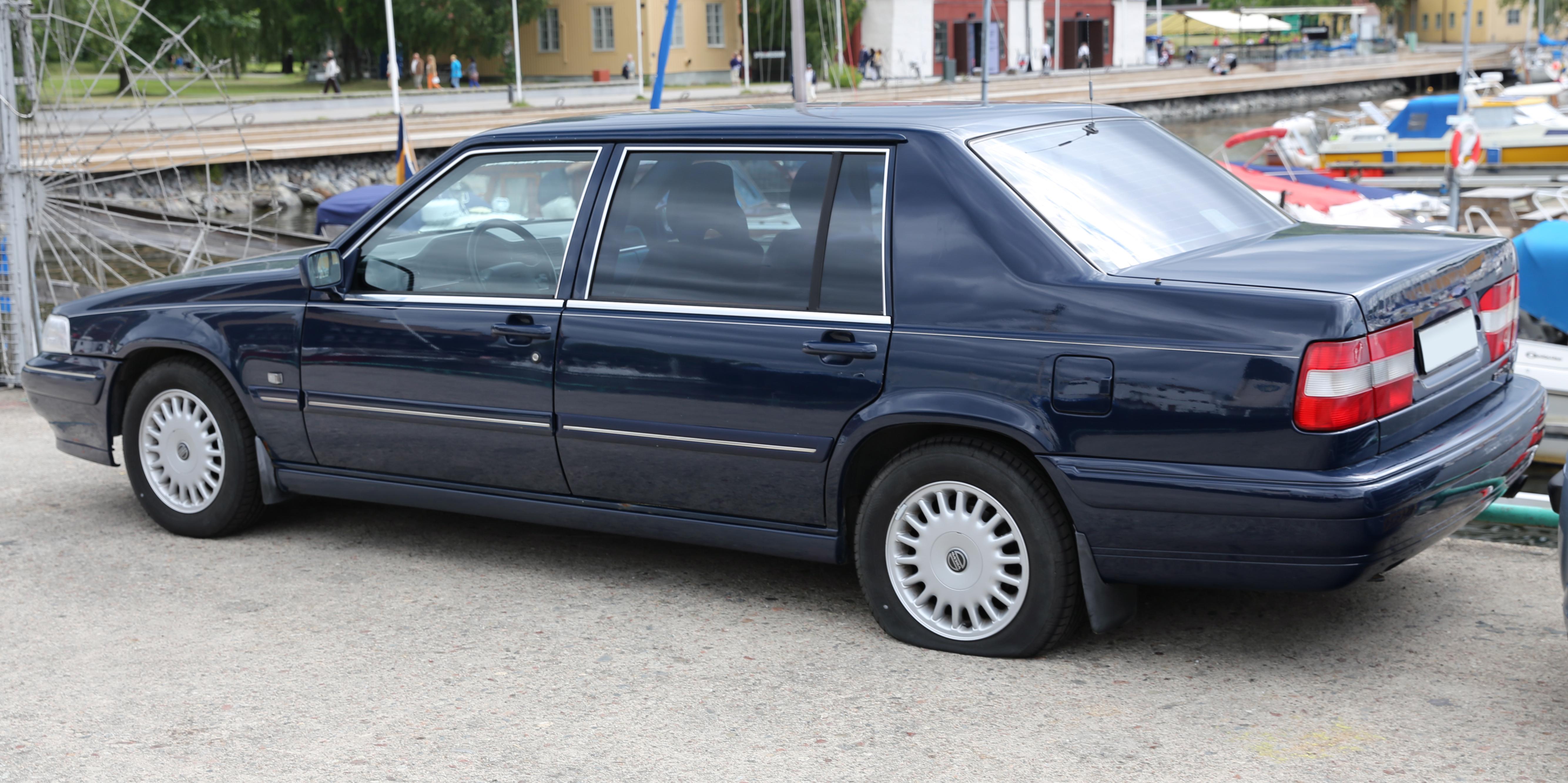 File 1995 Volvo 960 Executive Rear Jpg Wikimedia Commons