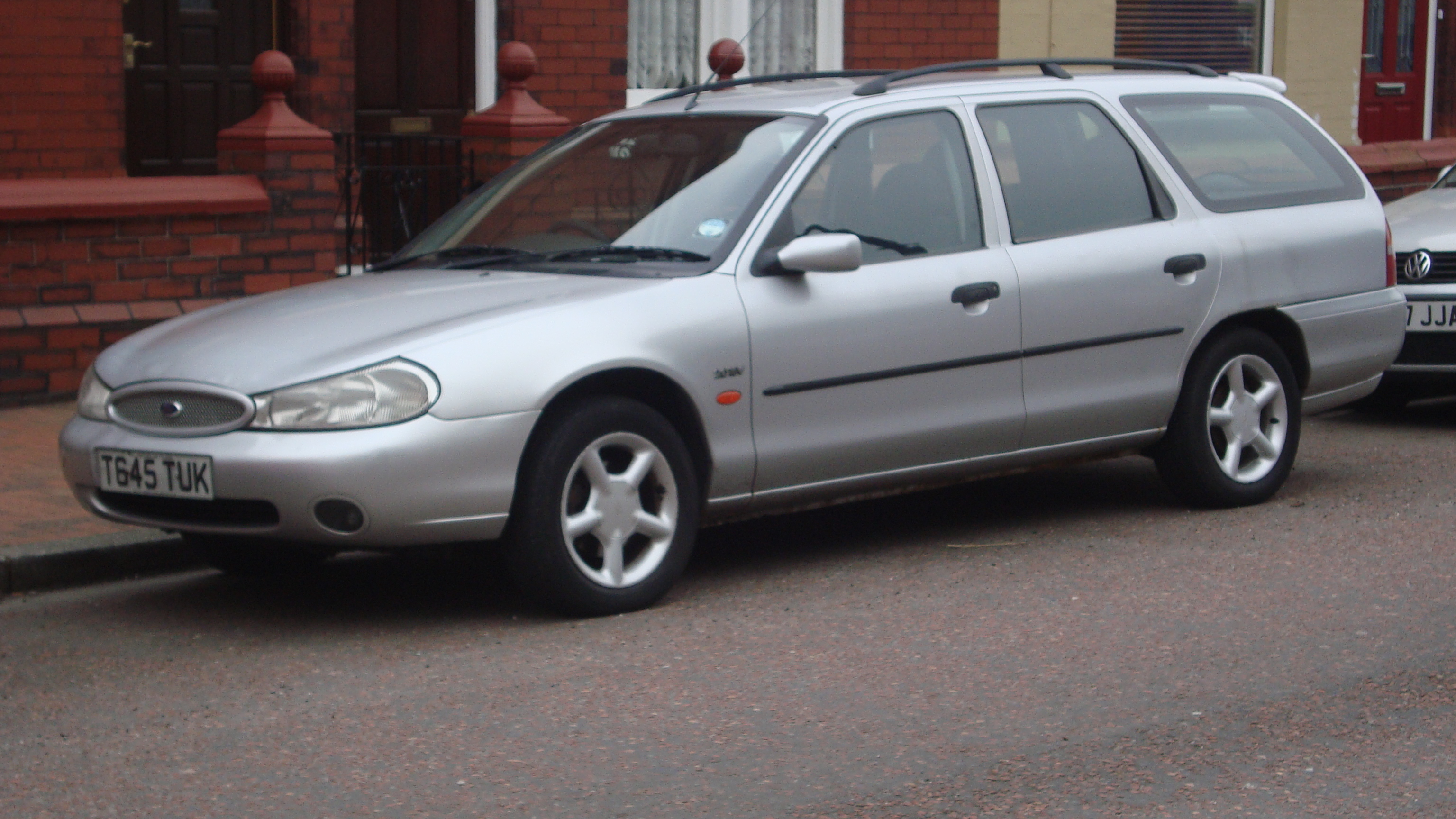File:1999 Ford Mondeo 2.0 Zetec Estate (13147068575).jpg
