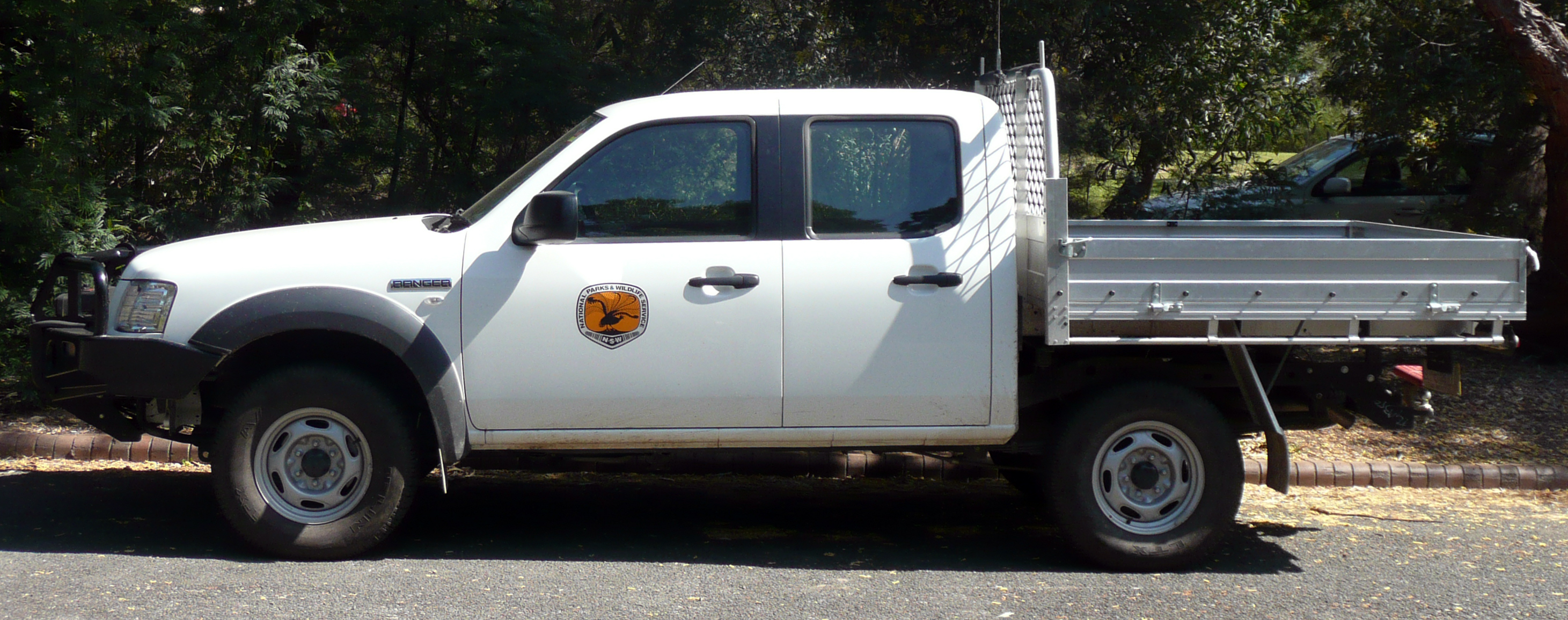File:2006-2008 Ford Ranger (PJ) XL 4-door cab chassis 02 ...