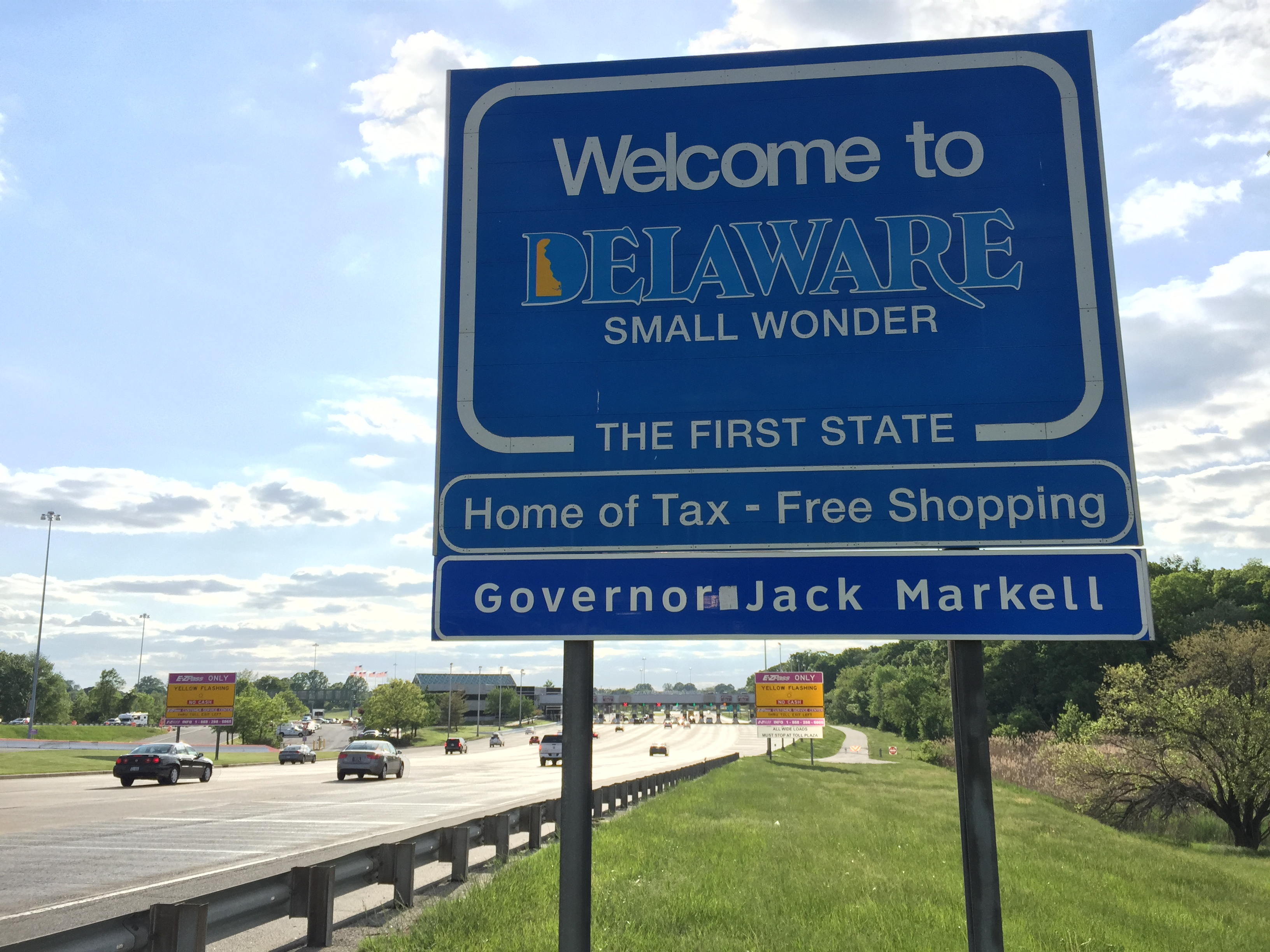file 2015 05 13 18 00 40 welcome to delaware sign on southbound interstate 295 in new castle. Black Bedroom Furniture Sets. Home Design Ideas
