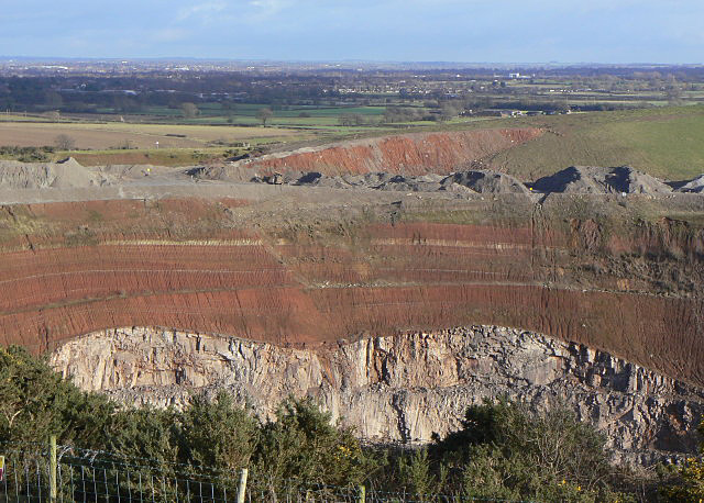 3 stages of geological development at Croft Quarry. - geograph.org.uk - 1136369