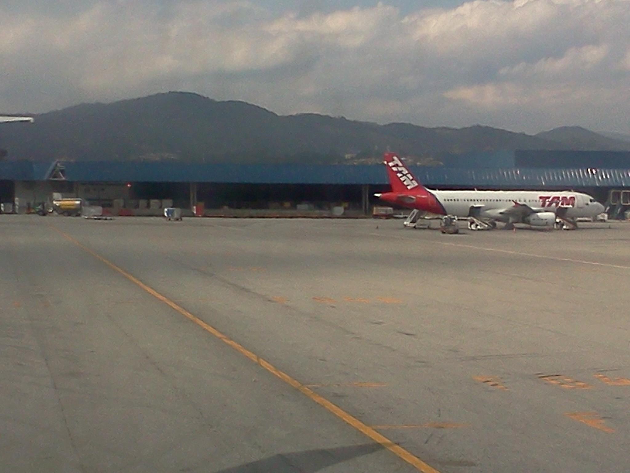 File:Aeroporto Internacional de São Paulo Guarulhos Avião da TAM  #694141 2048x1536 Banheiro De Avião Internacional