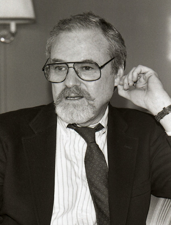 Alan J. Pakula Größe