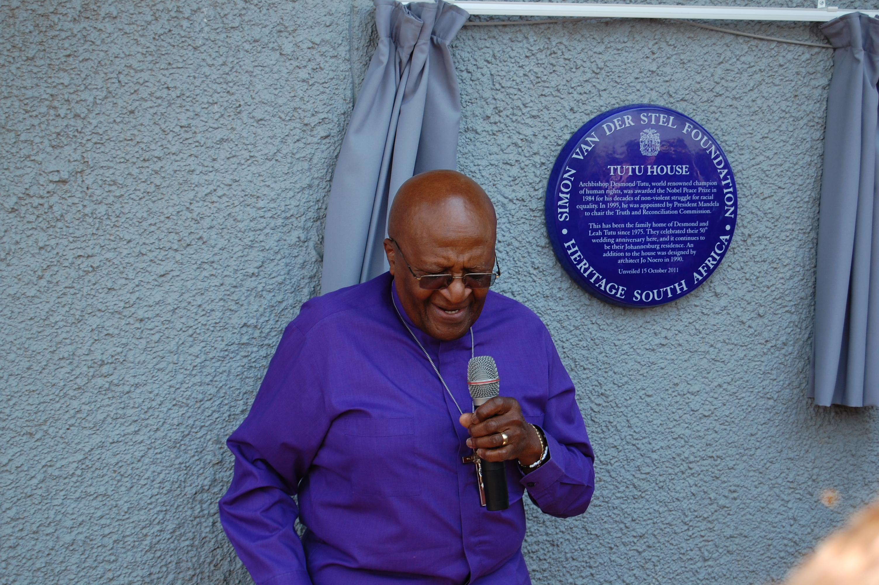 a biography of bishop desmond tutu A biography of desmond tutu with pictures hall of fame : those who have expanded our tutu was elected the first black anglican bishop of johannesburg in 1986 tutu was elected archbishop of cape town, the.