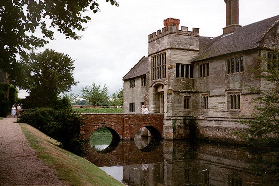 The moated manor house of Baddesley Clinton in Warwickshire, England (Wikipedia)