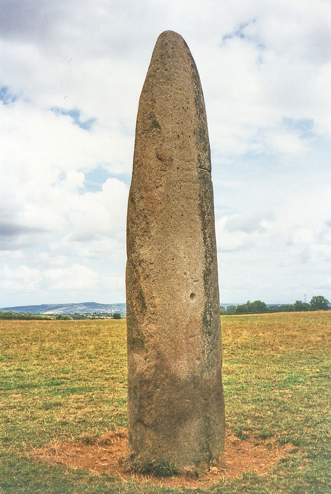 File:Bourgogne, Menhir, Couches (menhirs d'Epoigny), 25.08
