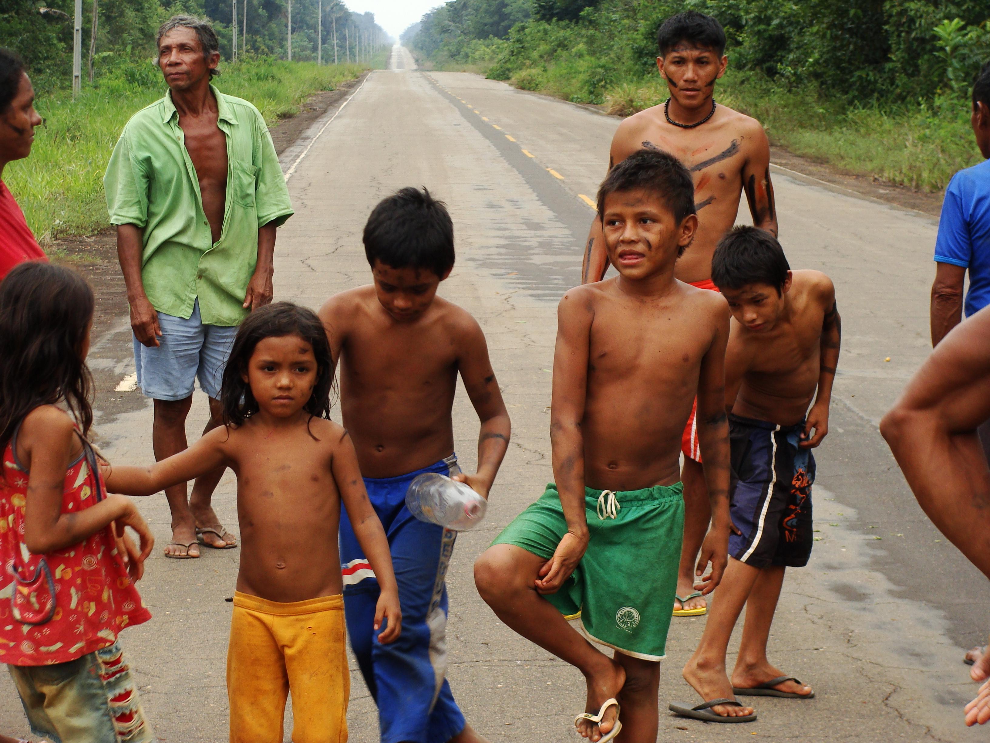FileBrazilian Indian Tribe Kids
