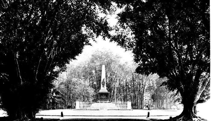 File:COLLECTIE TROPENMUSEUM Een gedenkteken in Mataram ter nagedachtenis aan de gevallenen van de Lombok expeditie TMnr 60014382.jpg