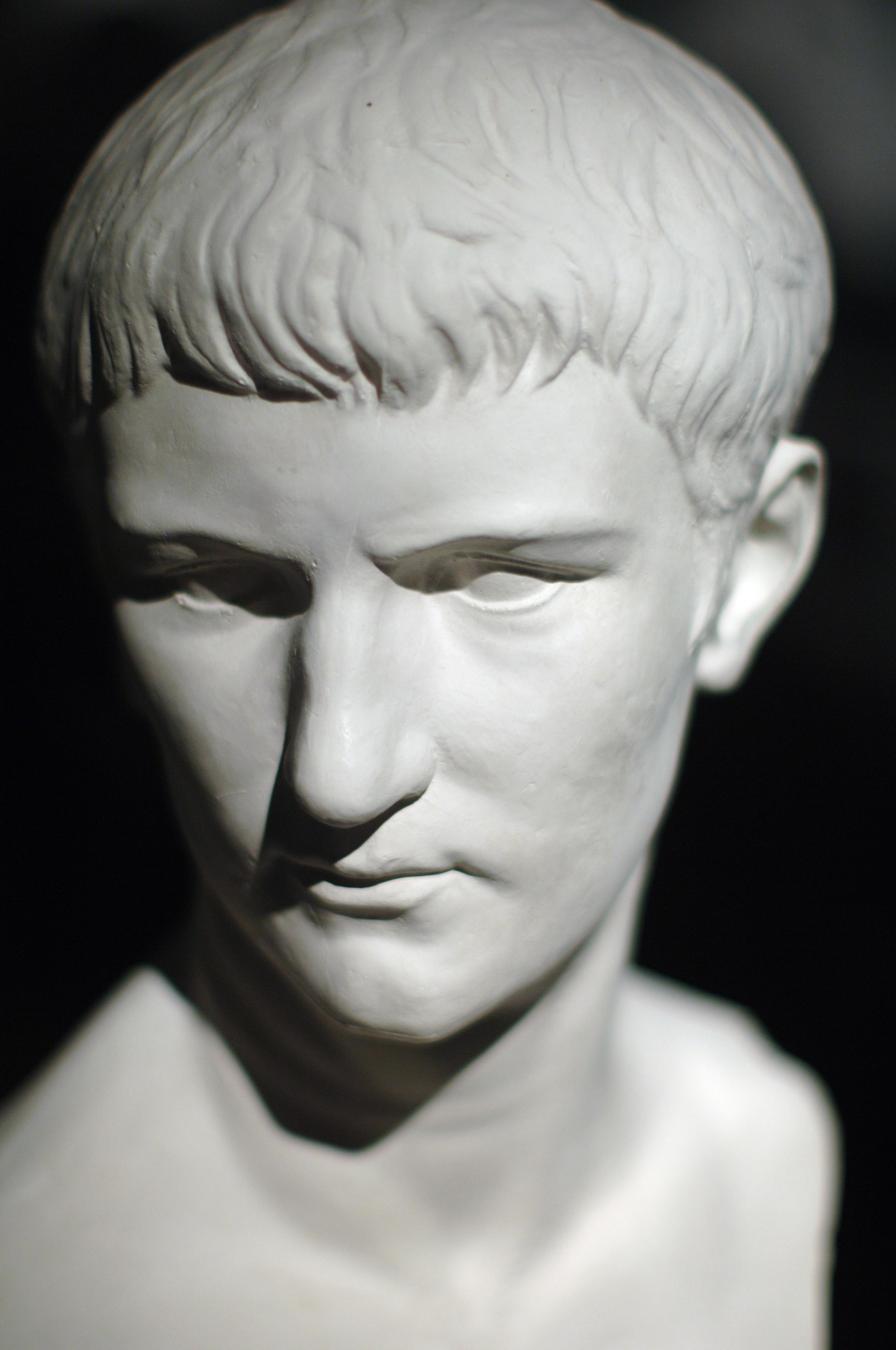 Caligula Nude Photos 19