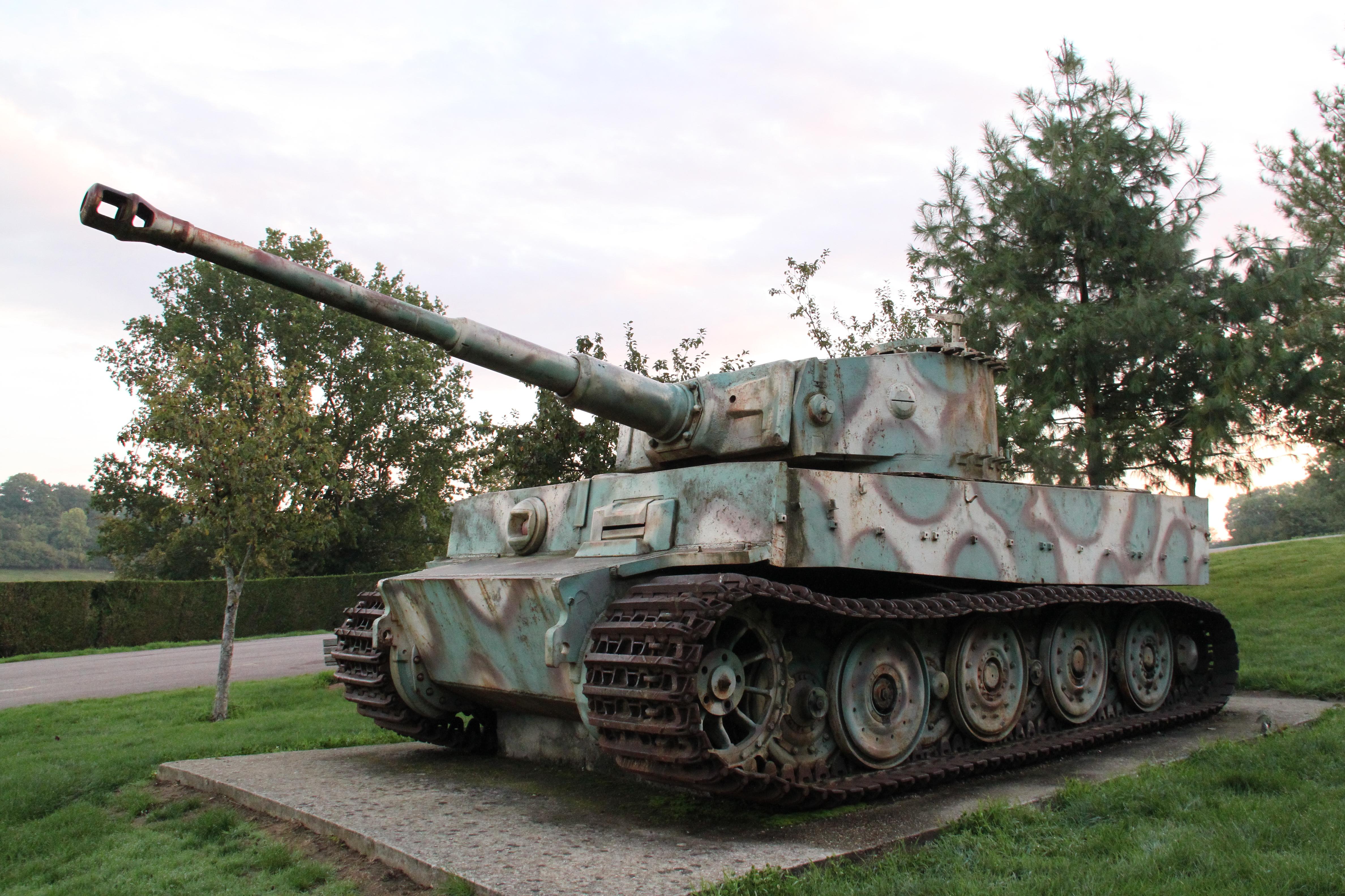 Fichier char tigre de vimoutiers 2010 10 4 jpg wikip dia for L interieur du char de vimoutier