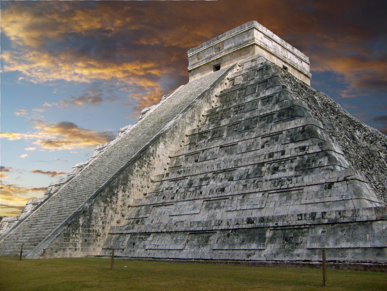 Kukulkánova pyramida ve měste Chichén Itzá