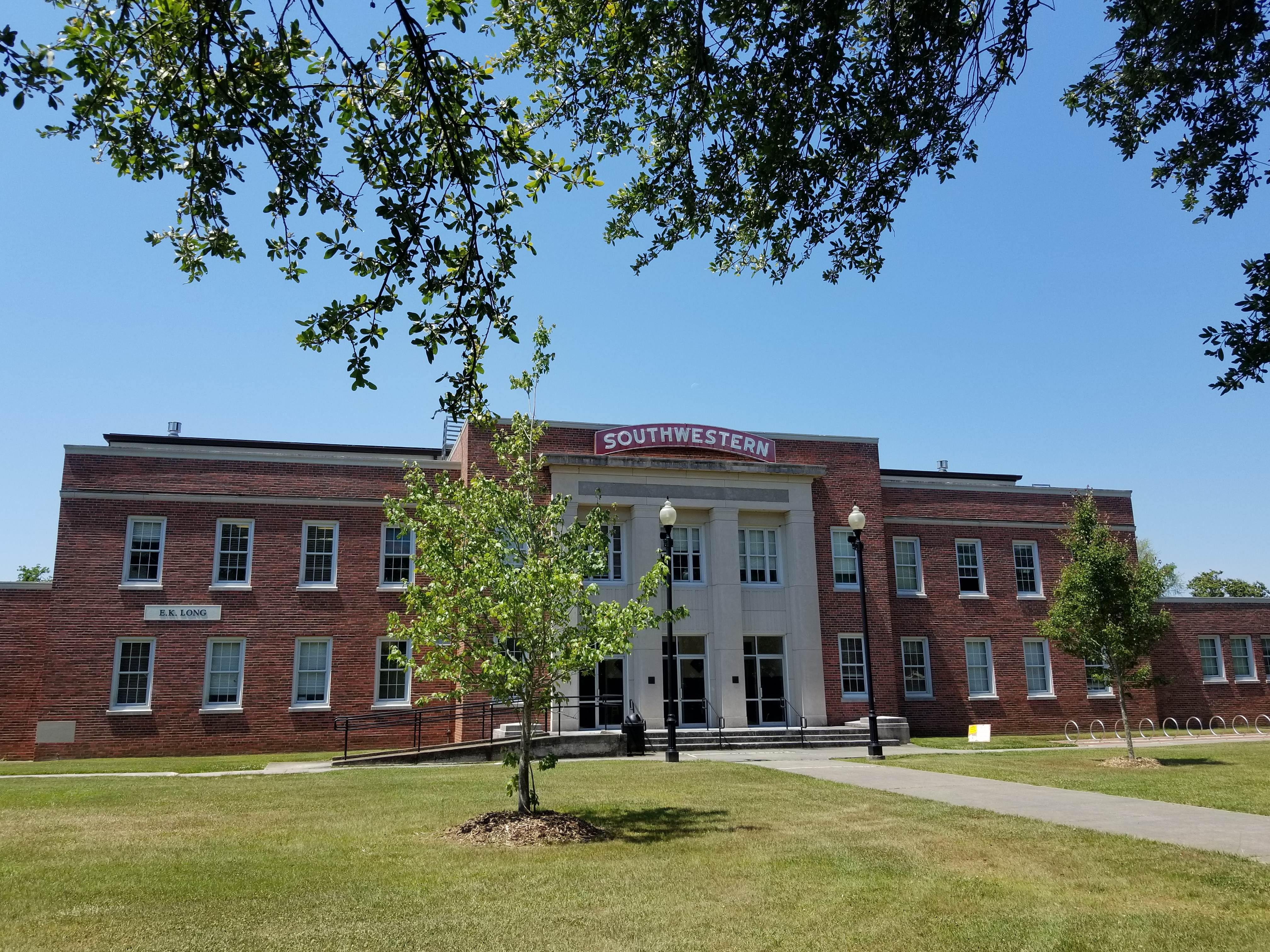 Earl K  Long Gymnasium - Wikipedia
