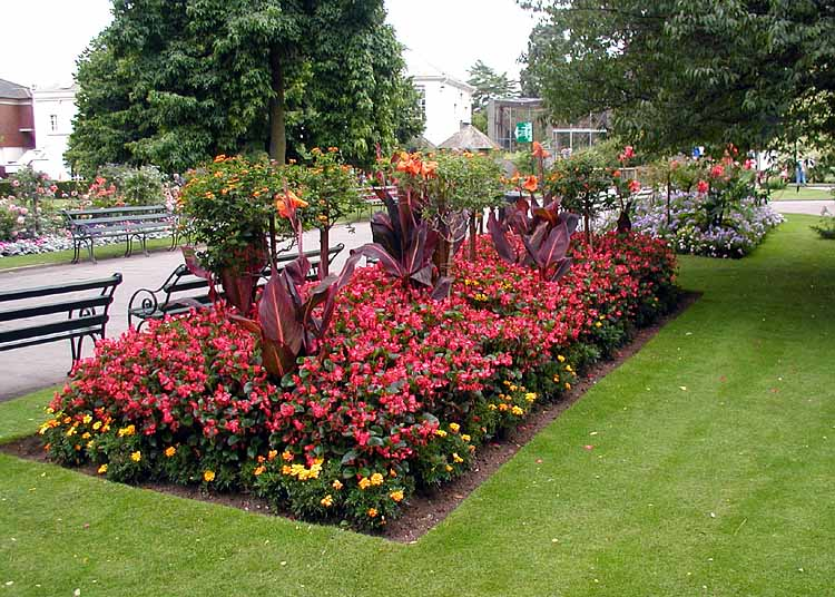 File wikimedia commons for Round flower bed ideas