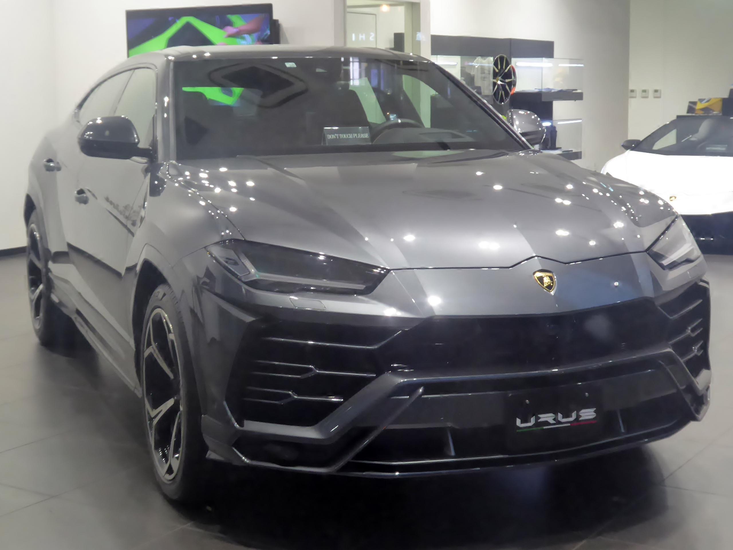 File Grey Lamborghini Urus Jpg Wikimedia Commons
