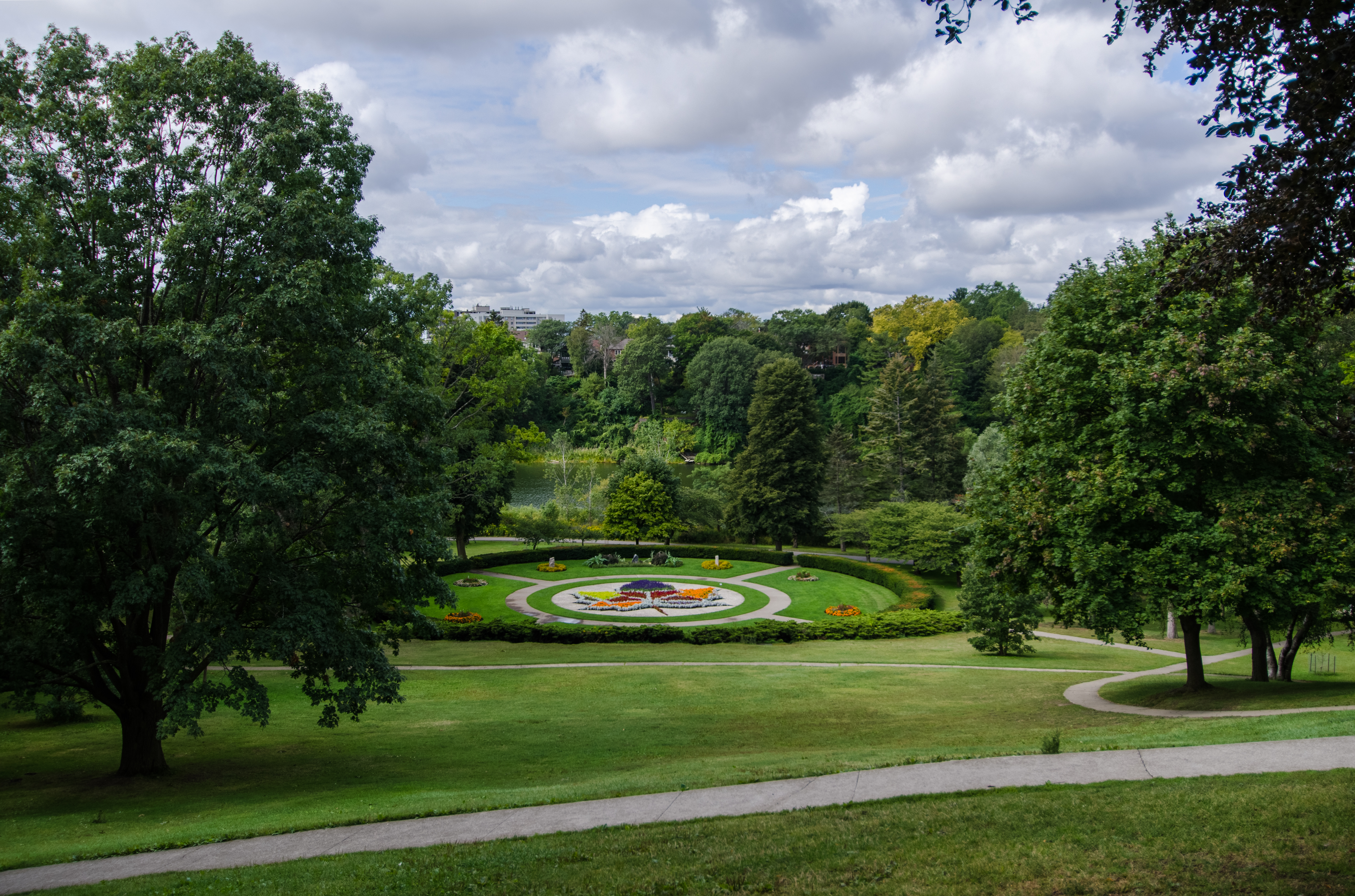 Hillside Gardens (24677009128).jpg