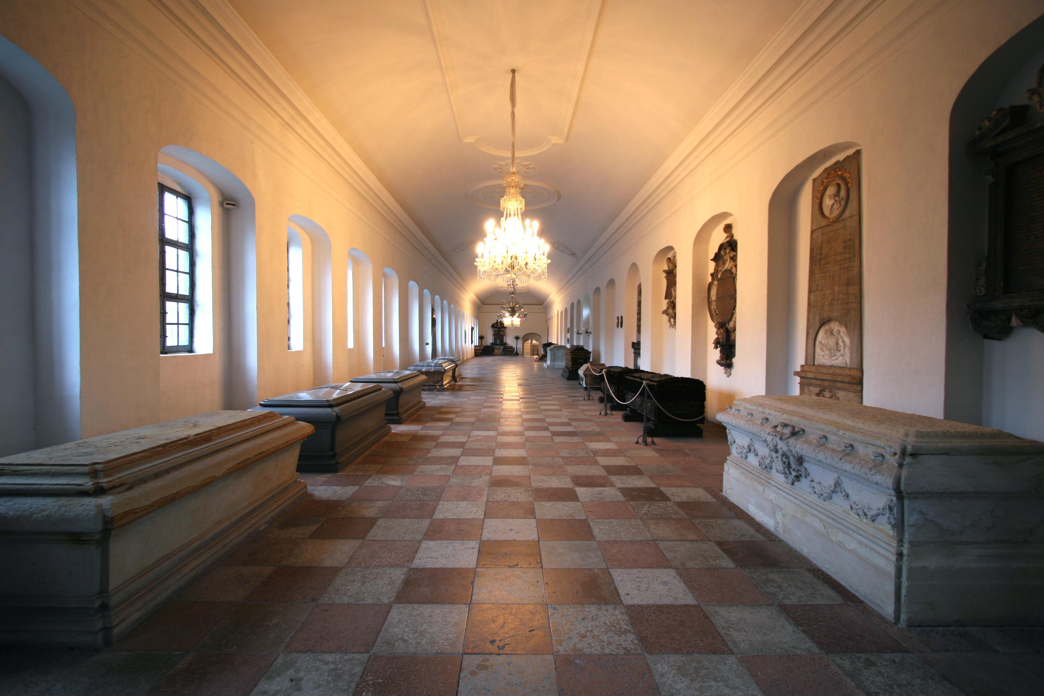 File:Holmens Kirke Copenhagen chapel interior south wide.jpg - Wikimedia Commons