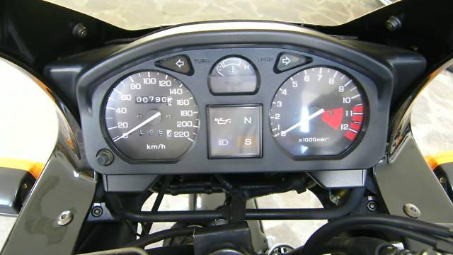 File:Honda CB 500 S Cockpit.jpg - Wikimedia Commons