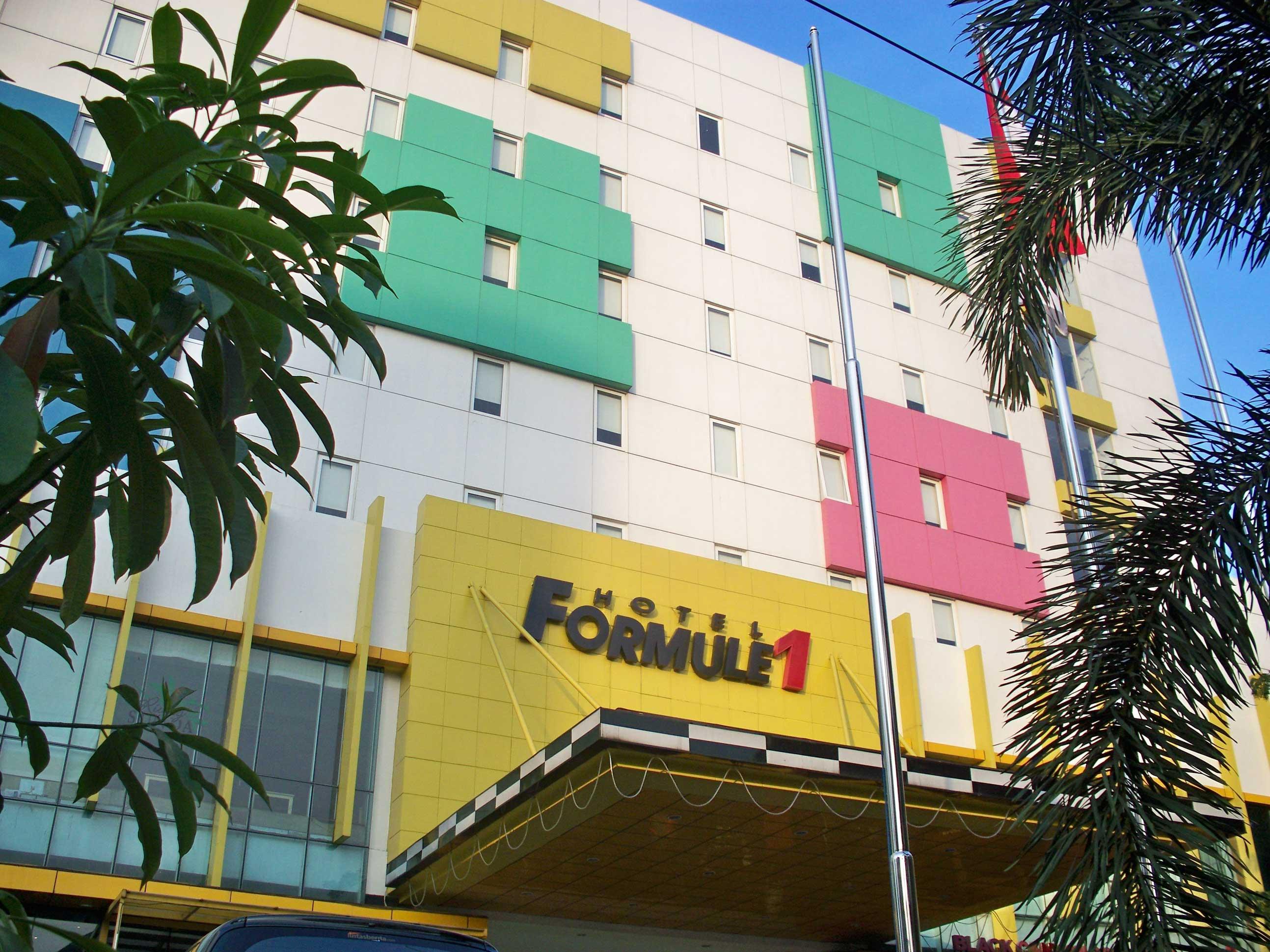 Hotel_Formule_1_-_panoramio.jpg