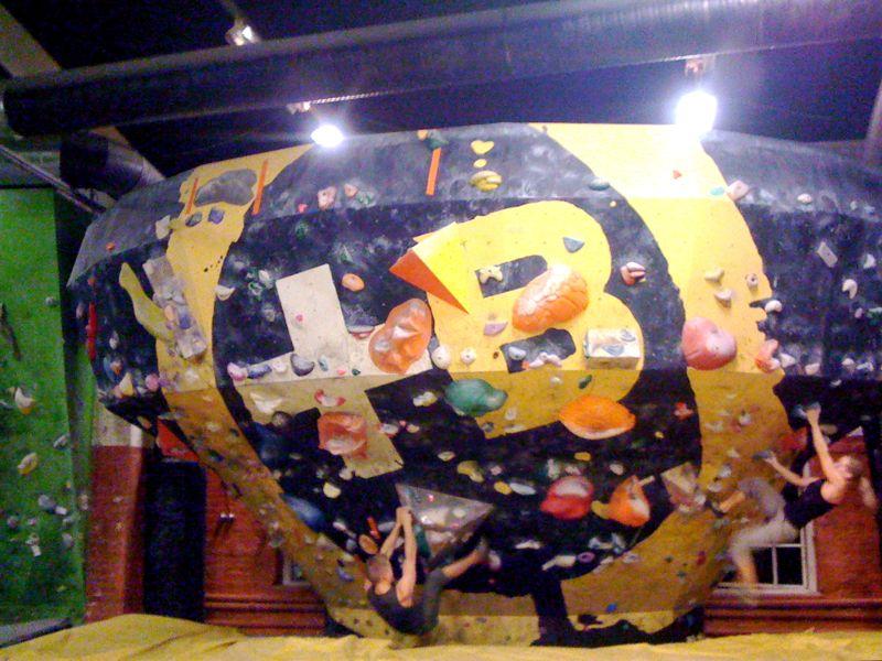 File:Indoors bouldering in Pasila, Helsinki.jpg