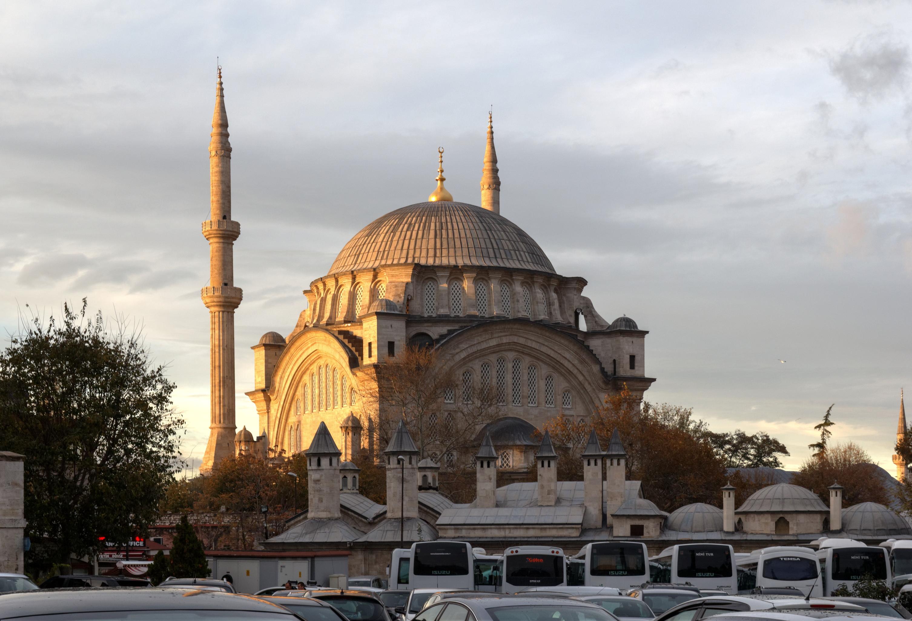 File:Istanbul Nuruosmaniye Mosque IMG 8654 2050.jpg ...
