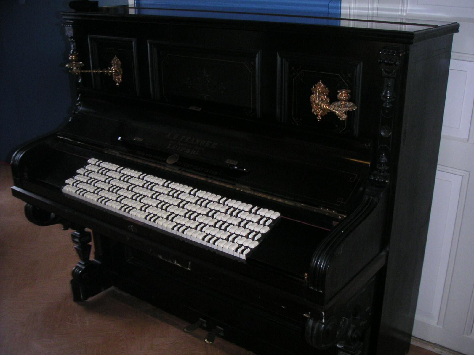 Janko piano.JPG