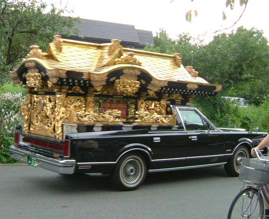 http://upload.wikimedia.org/wikipedia/commons/a/a1/JapaneseHearse.JPG