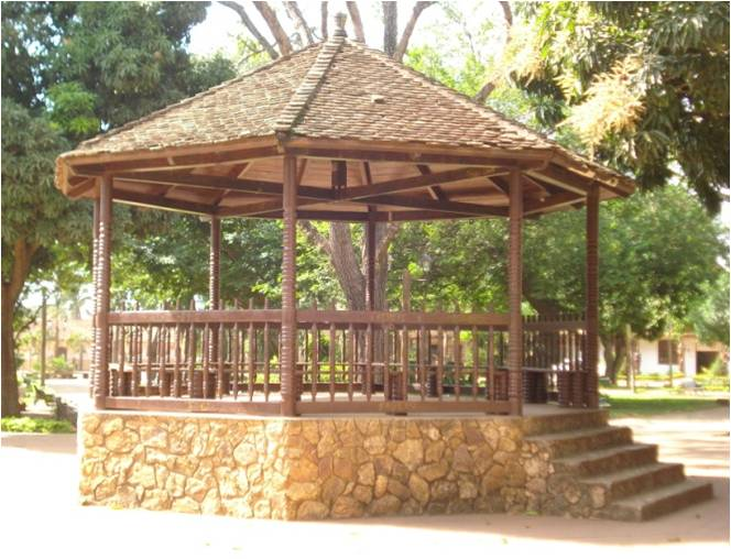 File kiosko plaza 31 de wikimedia commons for Disenos de kioscos de madera