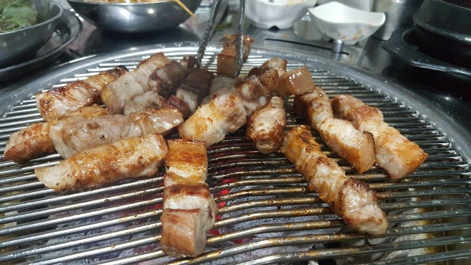 File:Korean barbeque-pork belly jpg - Wikimedia Commons