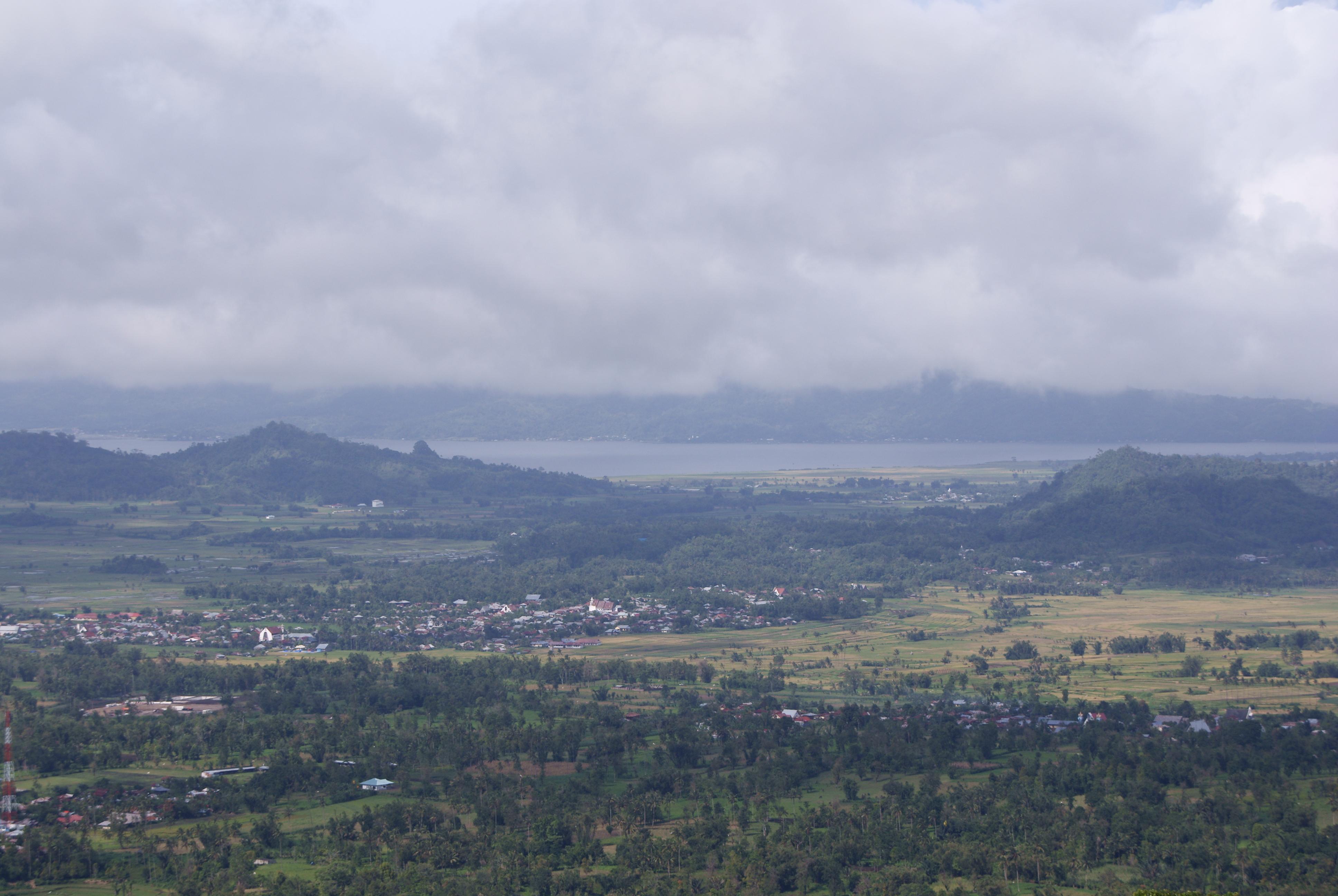 Berkas:Lake Tondano view from Bukit Kasih.JPG