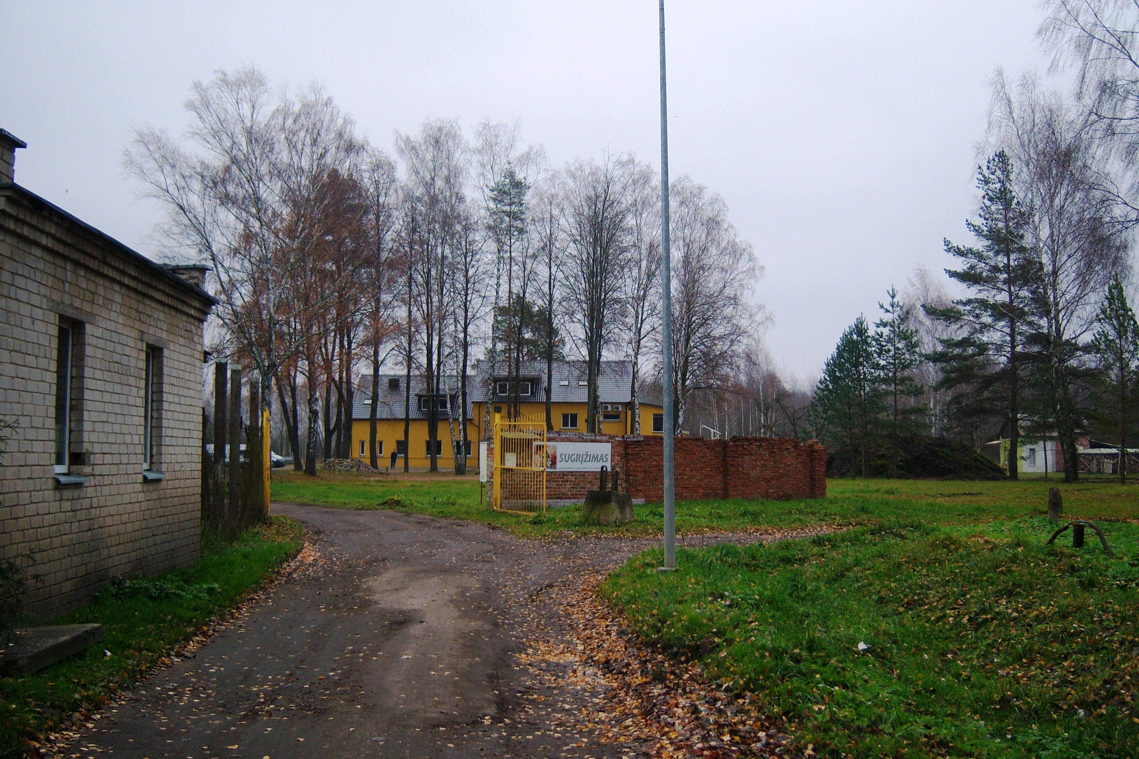 File:Linksmakalnis. Narkomanų reabilitacijos centras.JPG