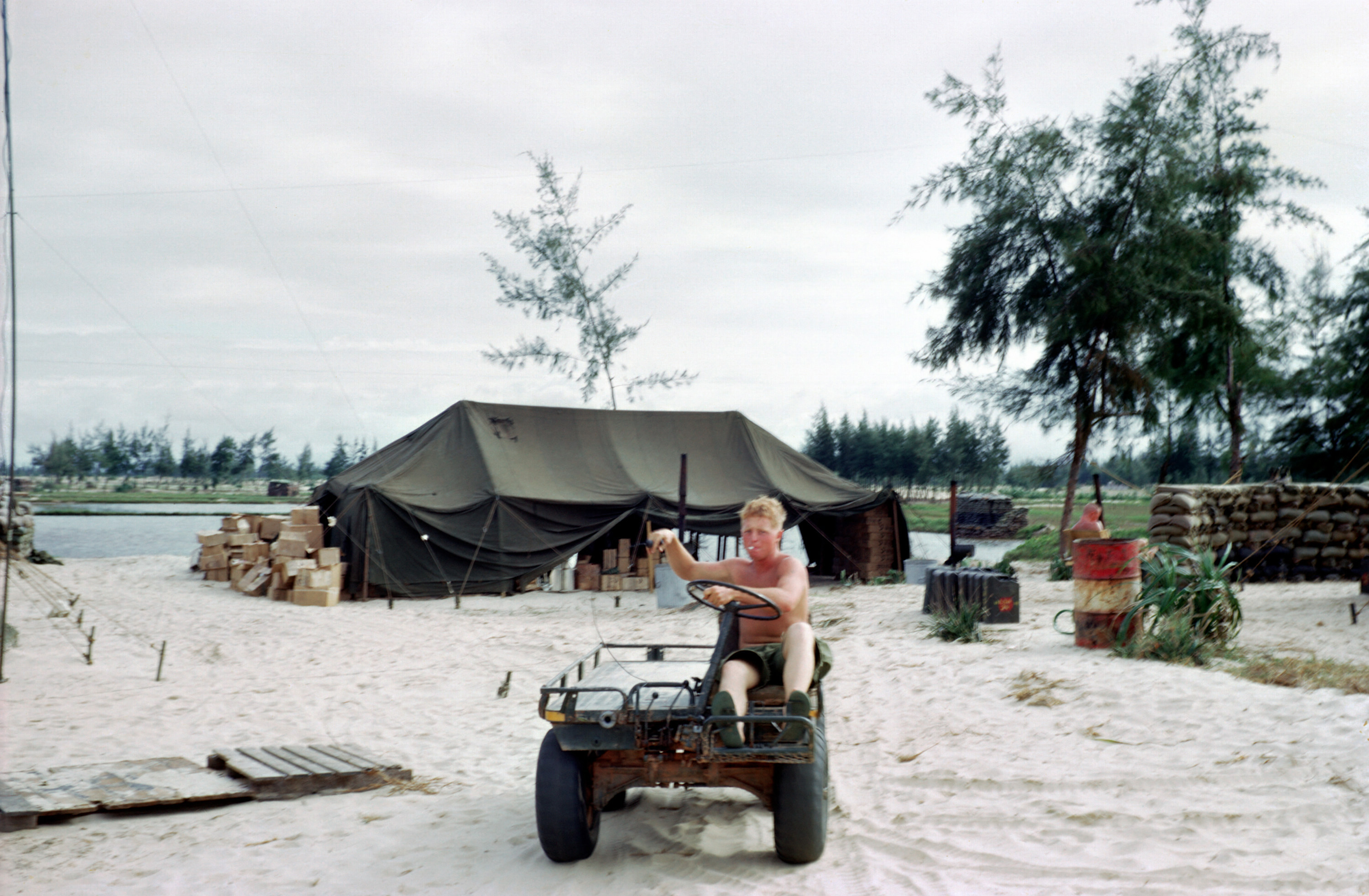 usmc helicopter with File M274 Mechanical Mule In Vietnam 1966 on Familiar Battleground additionally File M274 mechanical mule in Vietnam 1966 in addition 1 in addition Helicopter Sea  bat Squadron 2 further H 3 all.