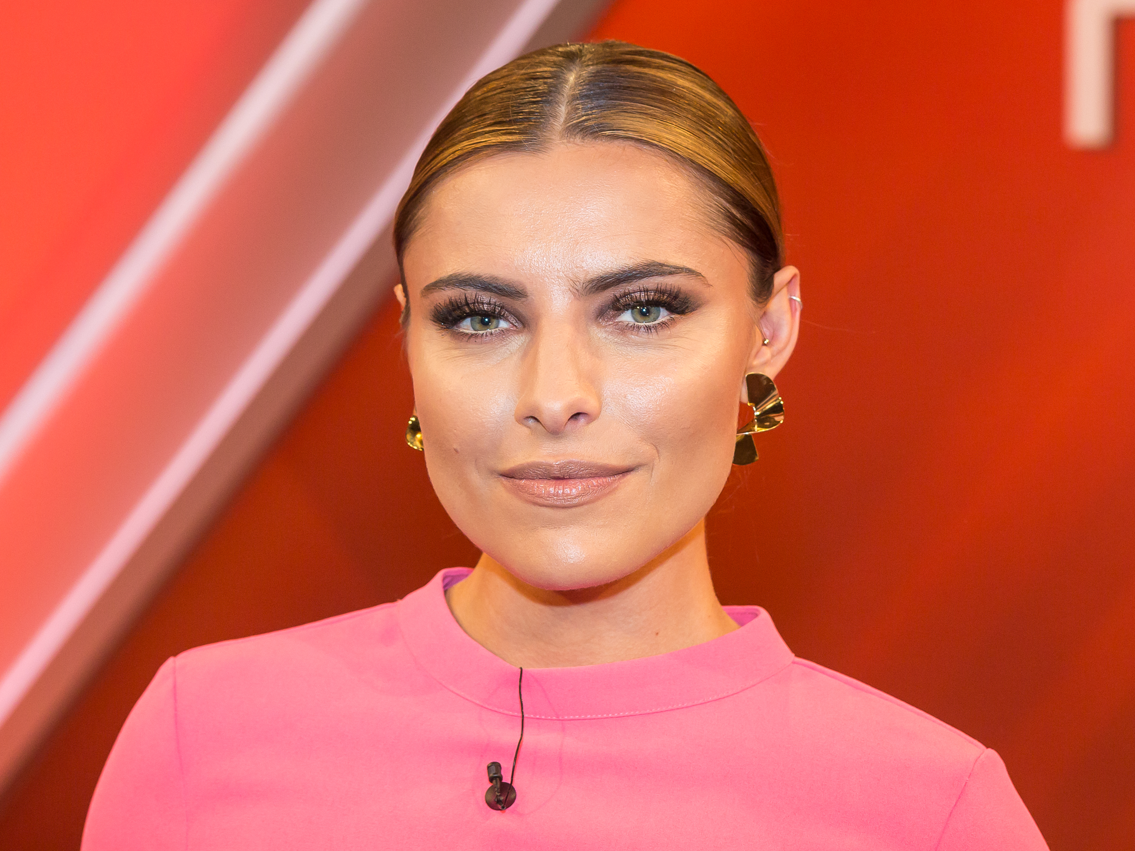 The 29-year old daughter of father André Vetters and mother Simone Thomalla Sophia Thomalla in 2019 photo. Sophia Thomalla earned a  million dollar salary - leaving the net worth at 1.1 million in 2019