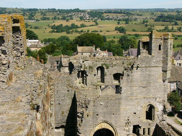 Middleham Castle 08