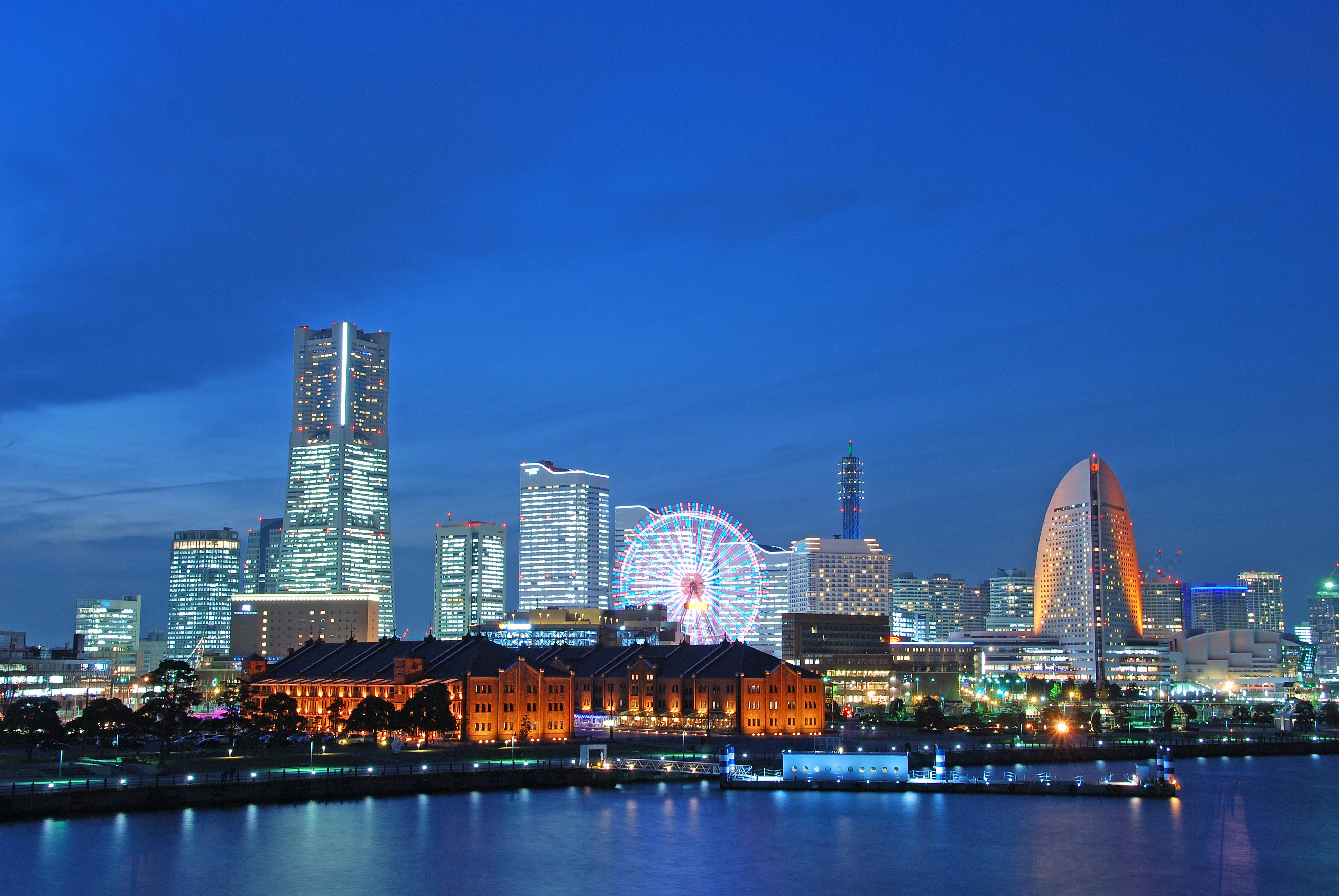 Minato_Mirai_In_Blue.jpg