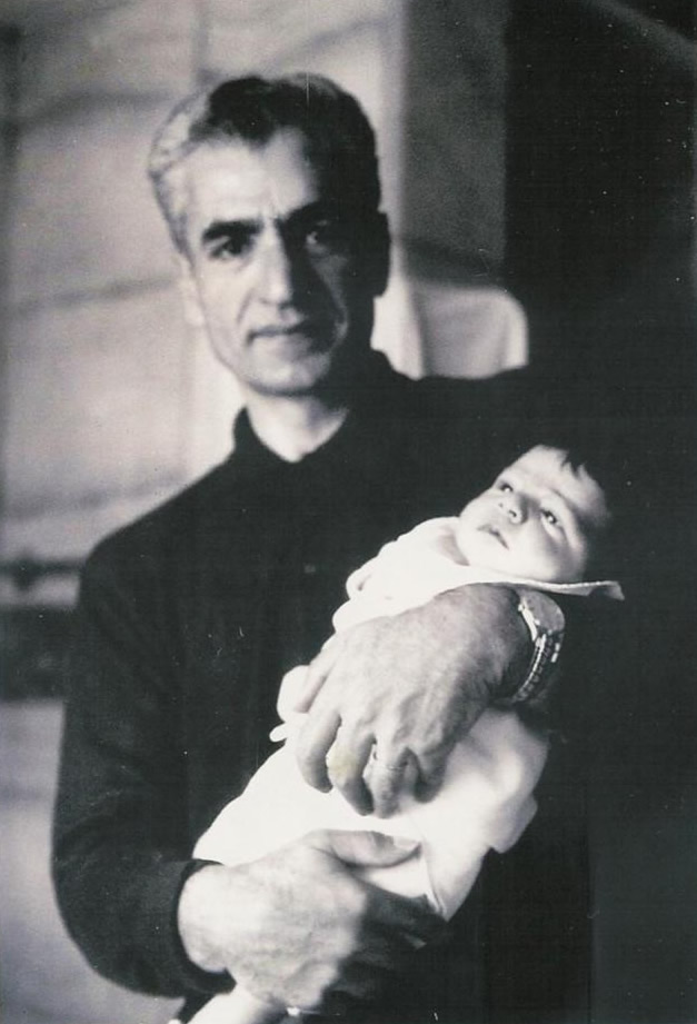https://upload.wikimedia.org/wikipedia/commons/a/a1/Mohmad_reza_pahlavi_%26_princess_Farahnaz_Pahlavi.jpg