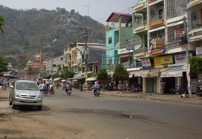 Chau Doc (An Giang) Vietnam  city photos gallery : Mountain Nui Sam, Chau Doc Wikimedia Commons