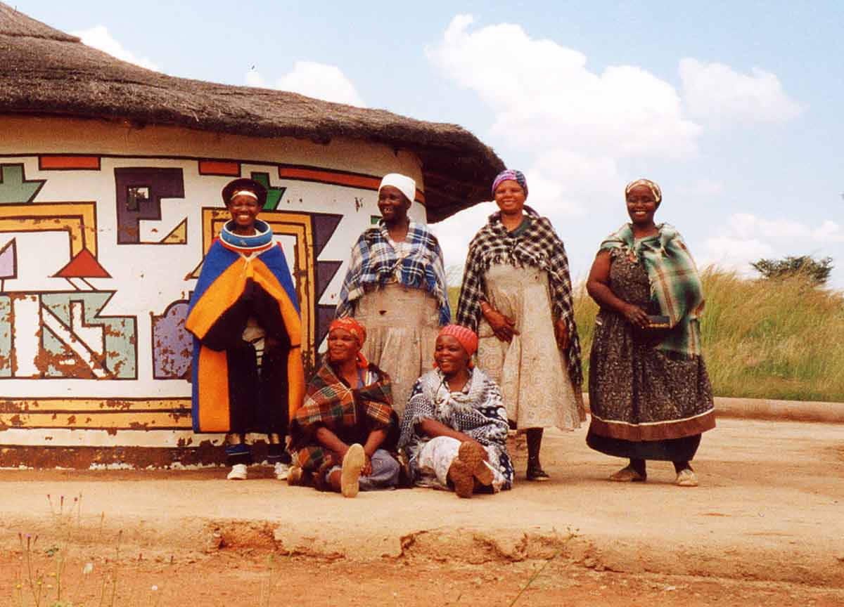 People painting houses - Ndebele House Painting Wikipedia The Free Encyclopedia