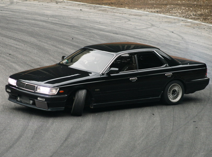 File:Nissan laurel C33.jpg - Wikimedia Commons