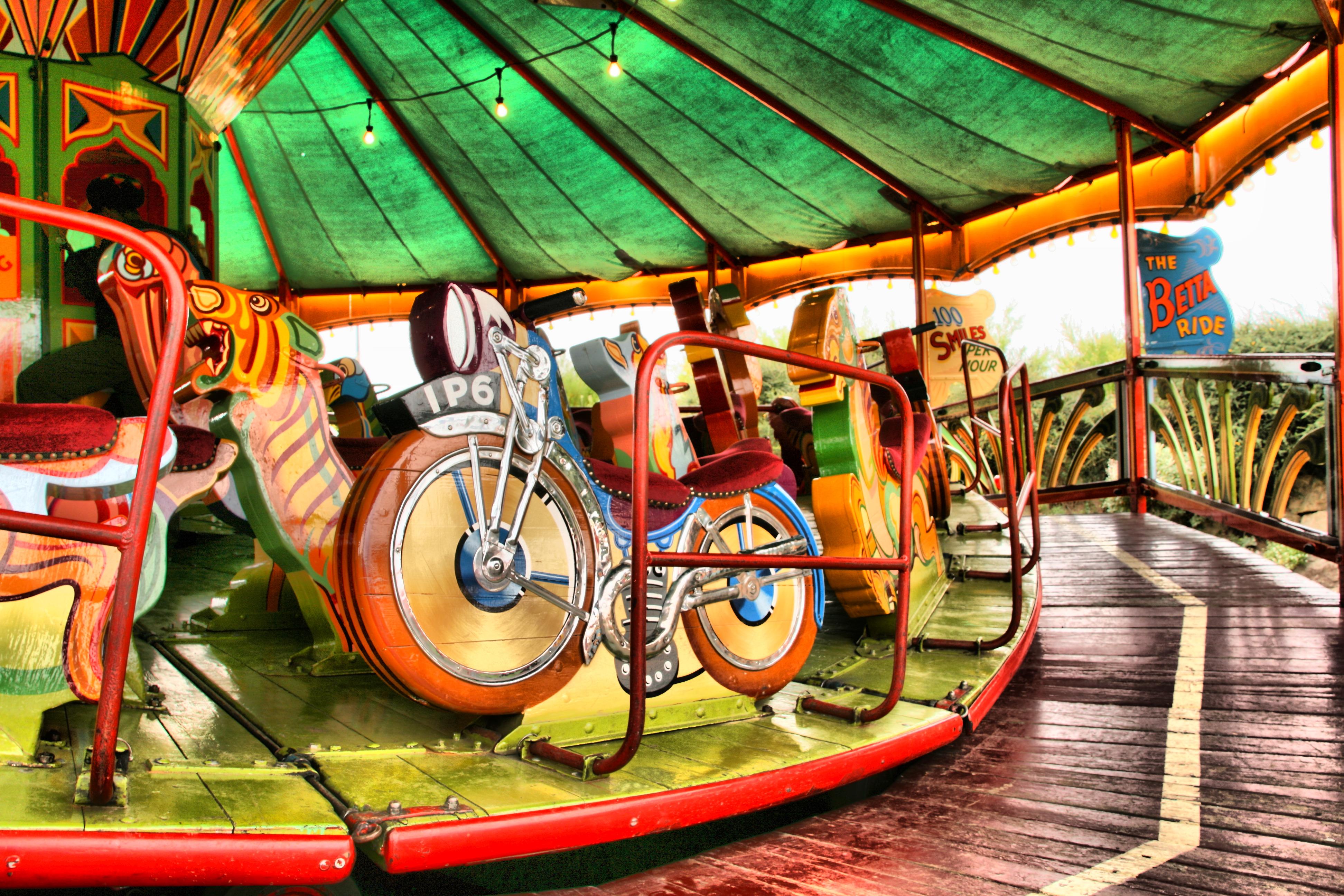 File:Old style fairground ride, Weston-Super-Mare (2792266252).jpg ...