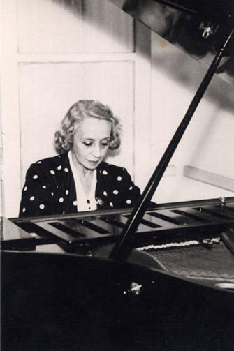 """Pilar Bayona, una de las grandes impulsoras de la música clásica en Zaragoza. En su honor se realizó de 1983 a 2001 el Concurso Internacional de piano """"Pilar Bayona""""."""