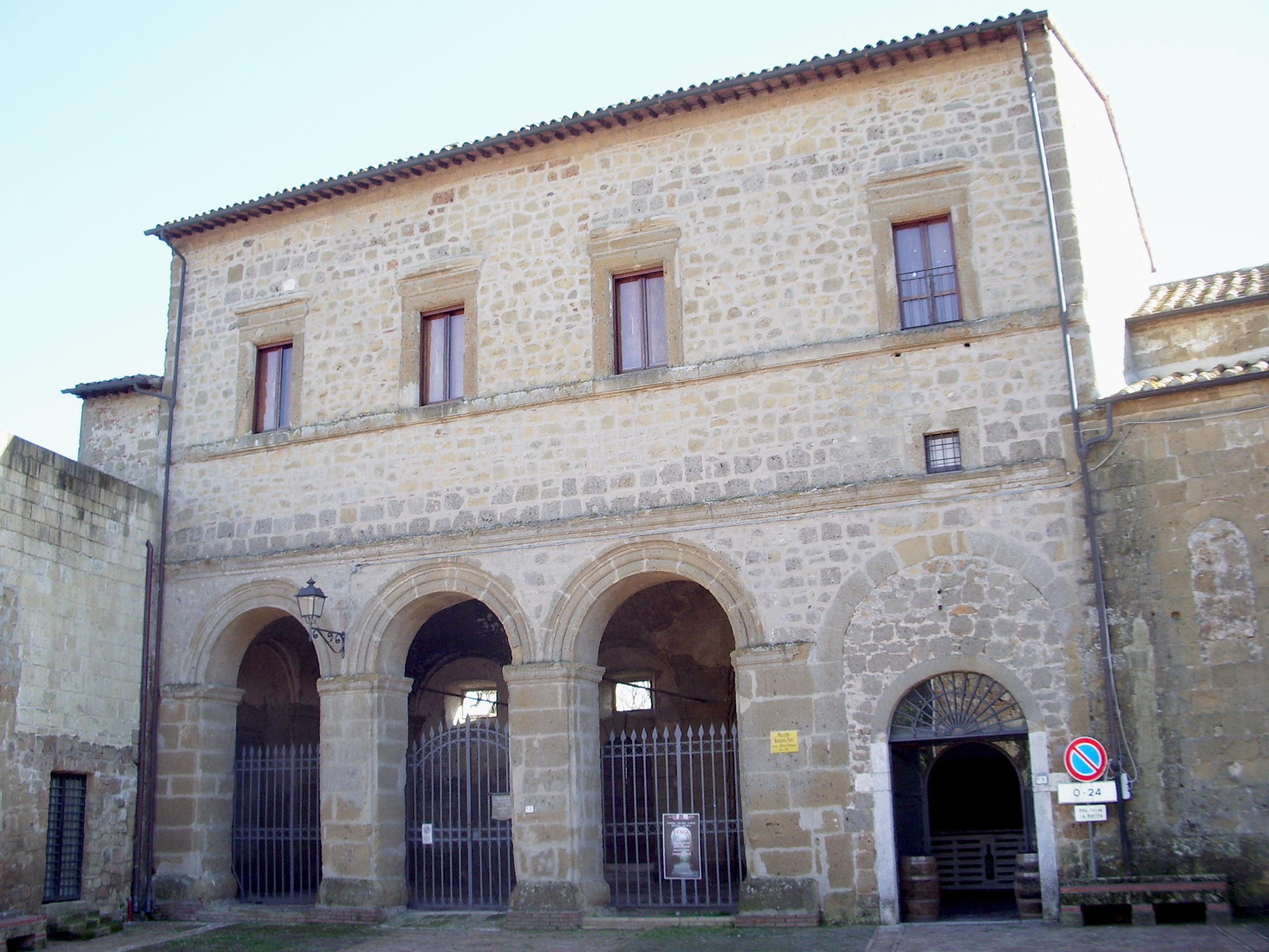 Palazzo Bourbon del Monte Sovana (GR).jpg